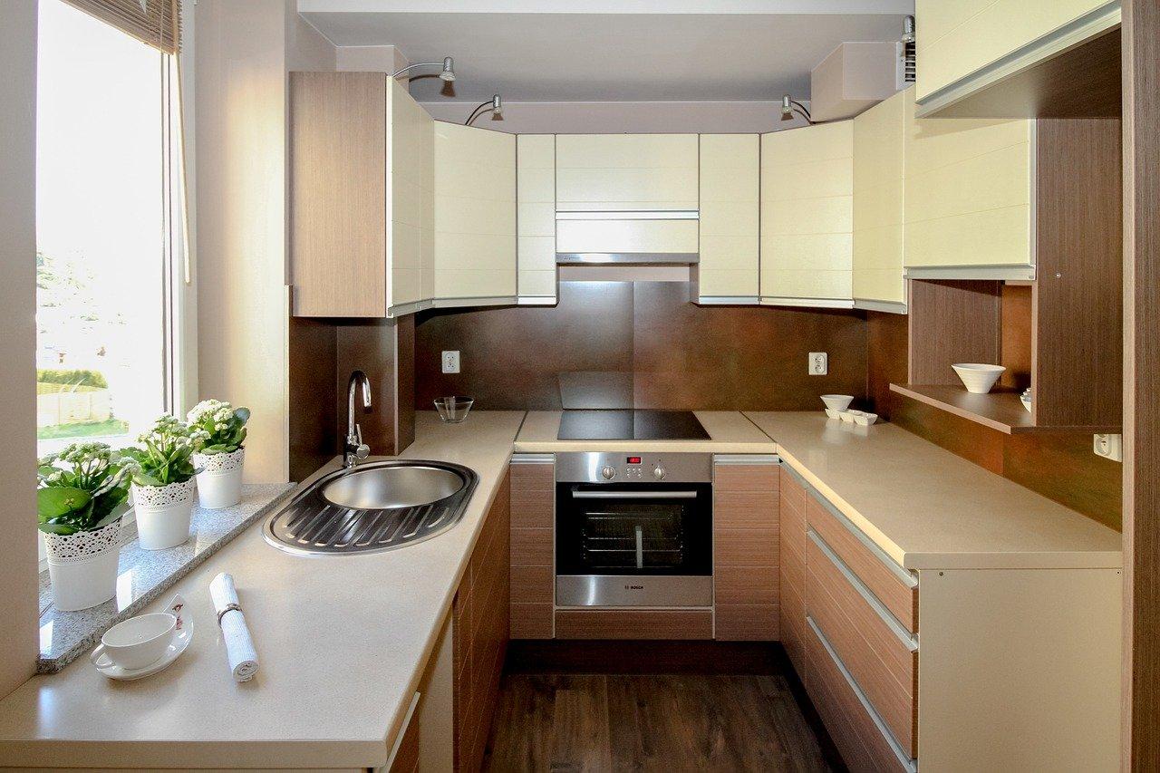 Jak urządzić małą kuchnię? Wnętrze jak z katalogu!
