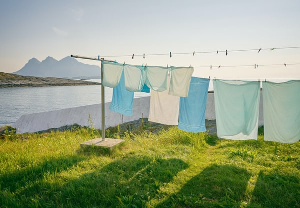 Tradycyjne suszenie prania vs suszarka bębnowa - porównanie